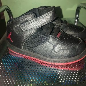 Kids black gently used Jordan's size 10c